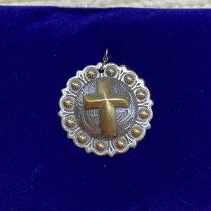 Gold tone/silver-tone Cross Circular Pendant